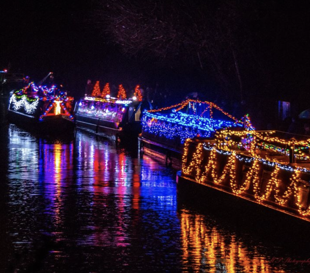 Lodge Brothers & Boutell Sponsor Byfleet Boat Club Illuminated Pageant