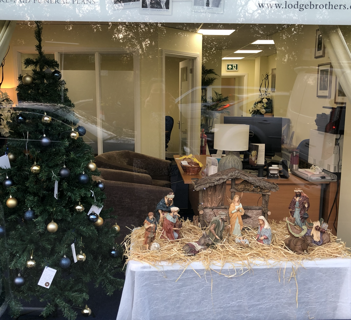 Nativity And Remembrance Tree at Ascot Branch